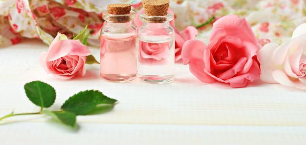 فوائد ماء الورد للوجه قبل النوم