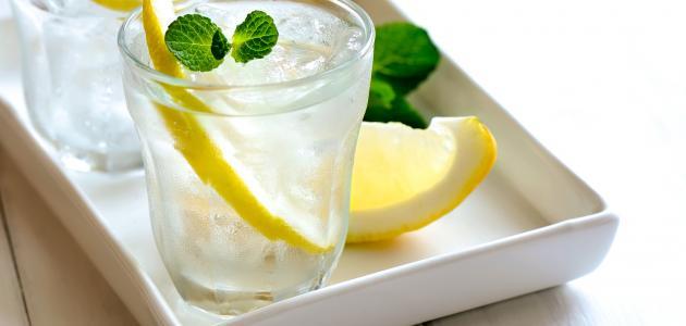 فوائد شرب الماء والليمون