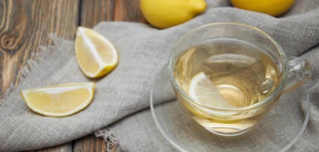 فوائد الماء الدافئ والليمون على الريق