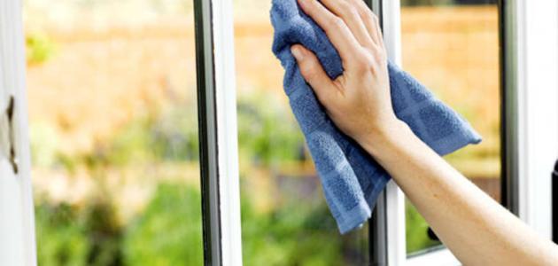 طريقة تنظيف الزجاج والمرايا