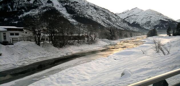 أين يقع النهر المثلج