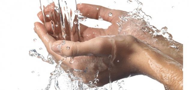 فوائد الماء للبشرة الدهنية