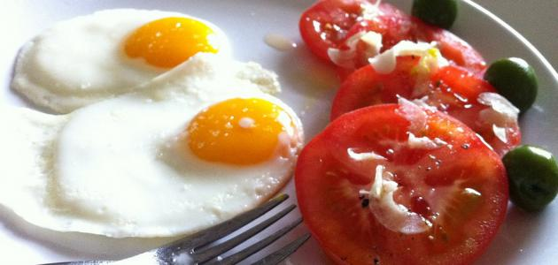 طريقة عمل بيض بالطماطم