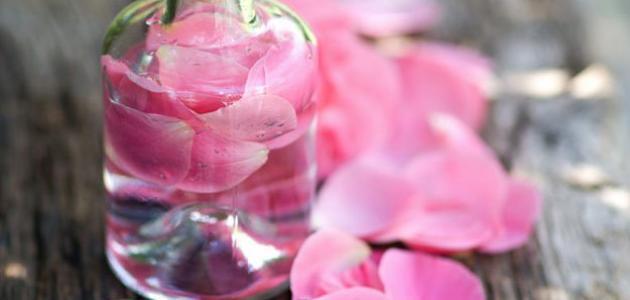 فوائد شرب ماء الورد مع الماء