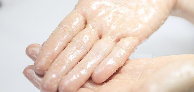 طريقة تقشير اليدين