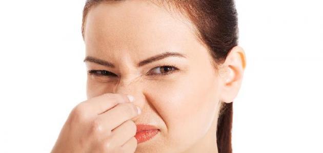 طرق إزالة رائحة العرق