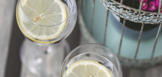 فوائد شرب الماء بالليمون على الريق