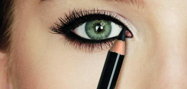 طرق تساعد على ثبات كحل العيون