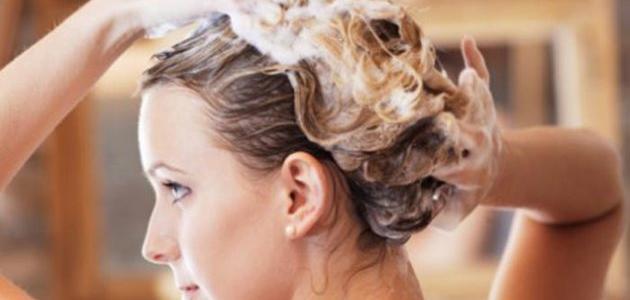 طريقة لإزالة الصبغة من الشعر