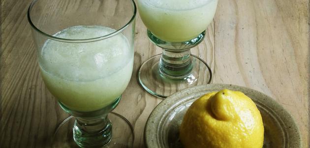 فوائد شرب عصير الليمون للبشرة