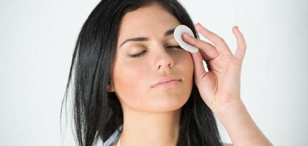 طريقة تنظيف العين