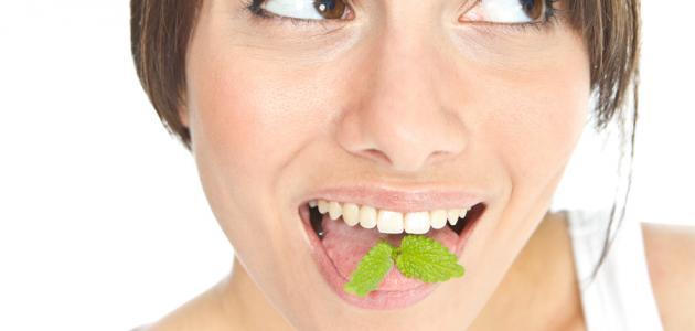 طرق إزالة رائحة الفم الكريهة