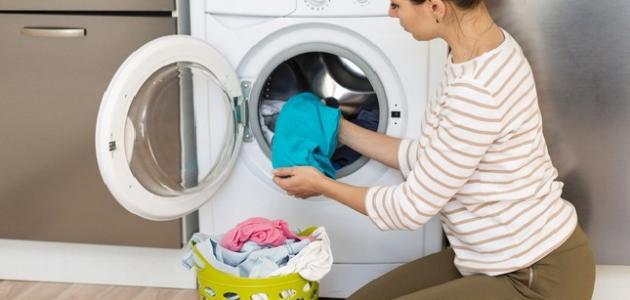 طريقة تنظيف بقع الزيت من الملابس