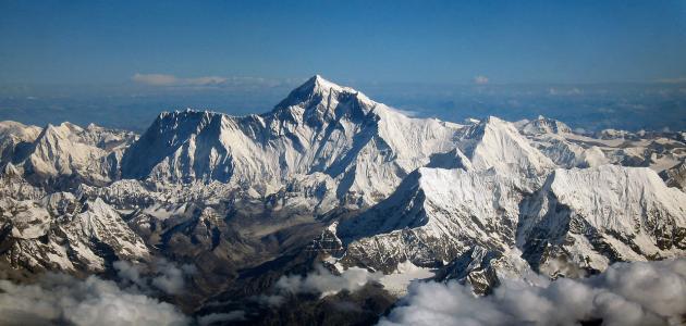 أين يقع أعلى جبل في الكرة الأرضية