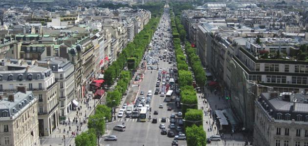 أين يقع شارع الشانزليزيه