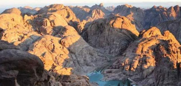 أين يقع جبل موسى موضوع
