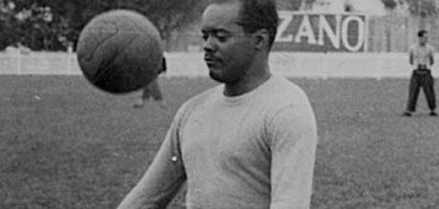 من اخترع كرة القدم