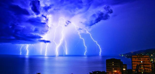 كيف يحدث الرعد والبرق