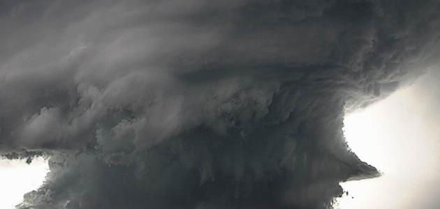 كيف يتكون الإعصار