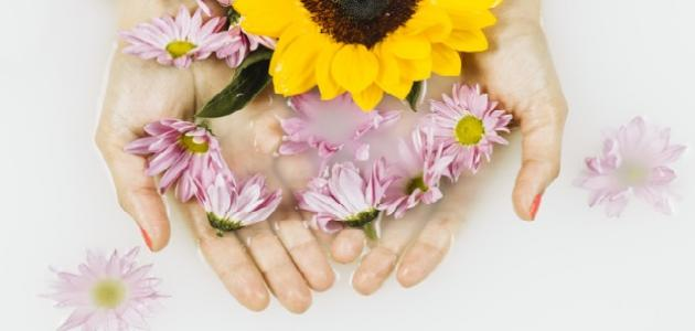 كيف أجعل يدي بيضاء وناعمة