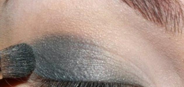 طريقة وضع ظل العيون