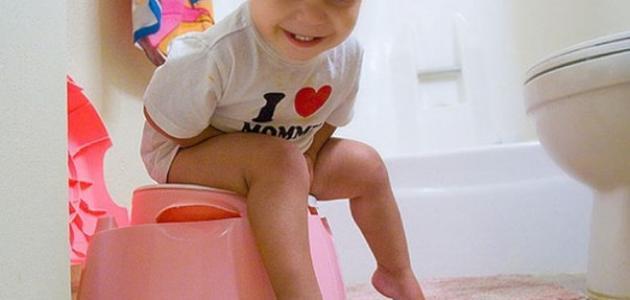 كيف نعلم الطفل دخول الحمام