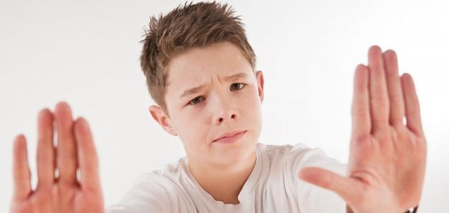 كيف نتعامل مع المراهق العنيد