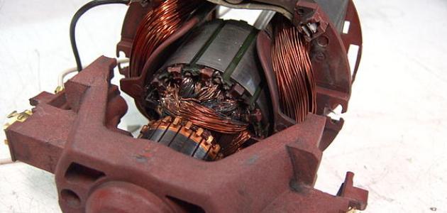 كيف يعمل المحرك الكهربائي