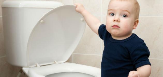 كيف تعلمين طفلك دخول الحمام