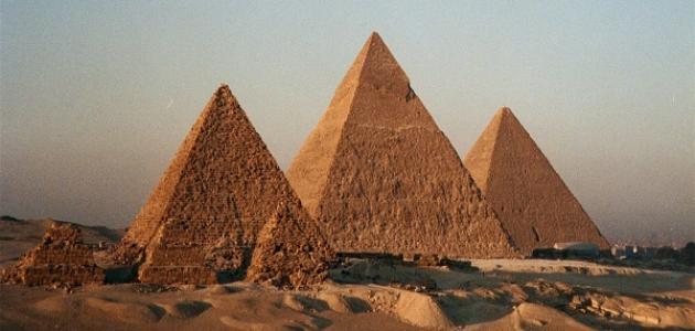 كيف تم بناء الأهرامات المصرية