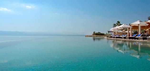 أين يقع البحر الميت في الأردن