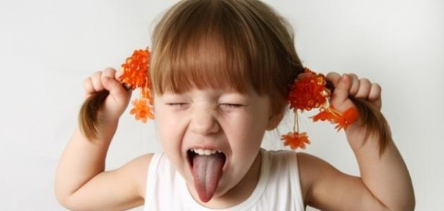 كيف نتعامل مع الطفل العنيد كثير البكاء