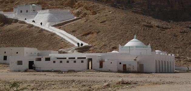أين قبر النبي هود