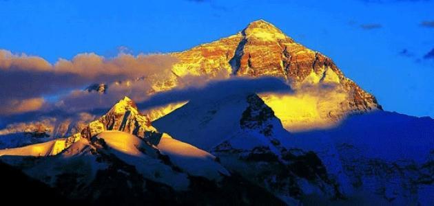 أين يوجد جبل إيفرست