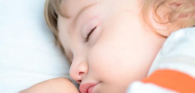 كيف أجعل طفلي ينام بشكل متواصل
