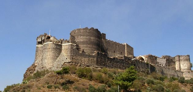 أين تقع قلعة المرقب