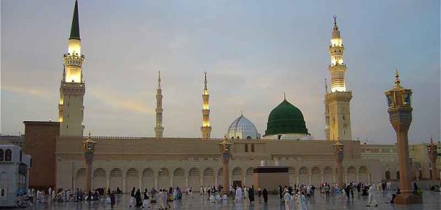على ماذا تدل مشاركة نبينا محمد في بناء المسجد