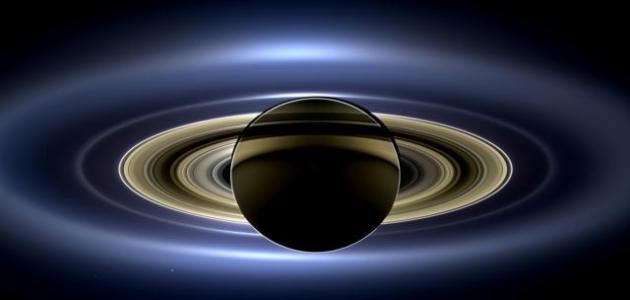 كم يبعد كوكب زحل عن الشمس