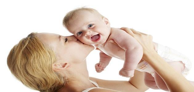 كيف ألاعب طفلي الرضيع