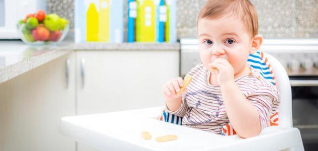 كيف أطعم طفلي الرضيع
