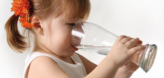 كثرة شرب الماء للأطفال