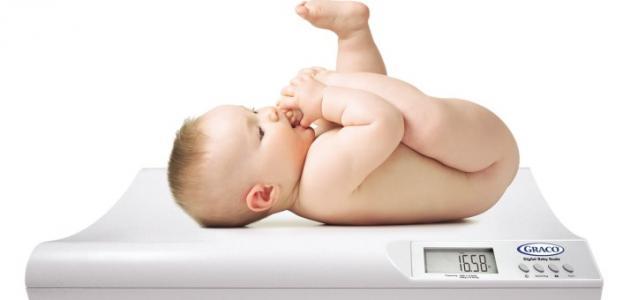 كم وزن الطفل في الشهر الخامس