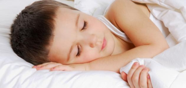 كيف أعود ابني على النوم وحده
