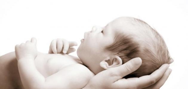 كيف أزيل قشرة رأس الرضيع