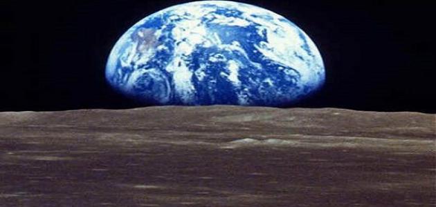 كيف تدور الأرض حول محورها