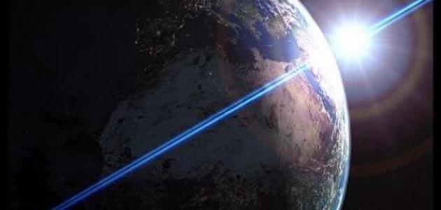 كيف تدور الكرة الأرضية