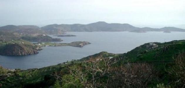 أين تقع جزيرة بطمس
