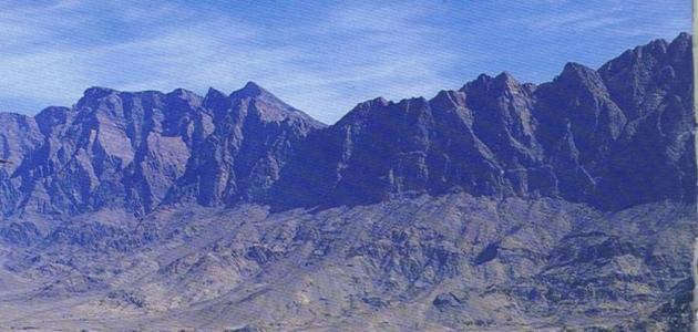 أين تقع جبال الحجر