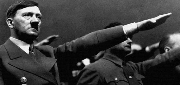 كيف مات هتلر