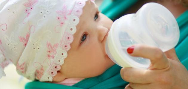 كيف أجعل طفلي يشرب الحليب الصناعي